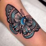 tatuaje de una mariposa colorida