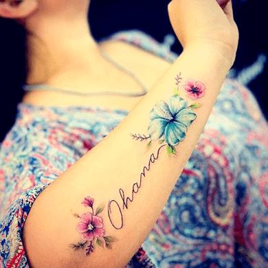 significado del tatuaje de flor de hibisco