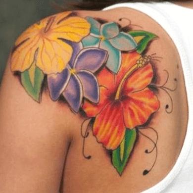 tatuajes de flores hawaianas en color para mujeres