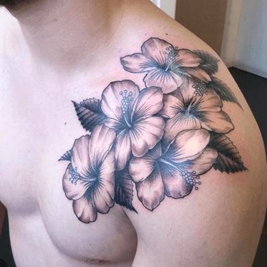 tatuajes de flores hawaianas para hombres