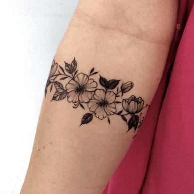 tatuajes de flores hawaianas para mujeres