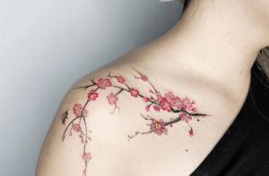 significado del tatuaje de flor de cerezo
