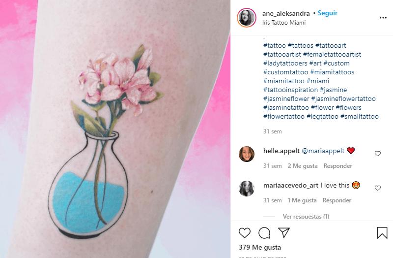 tatuaje de flor de jazmín de color rosa