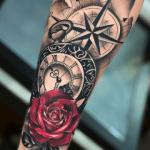 tatuajes de rosas con relojes